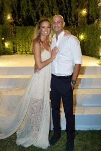 bar-refaeli-wedding-instagram-vogue-30sep15-b_320x480