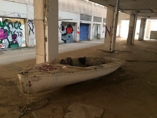 boat-in-atarim-square Daily Freier Walking Dead Tel Aviv